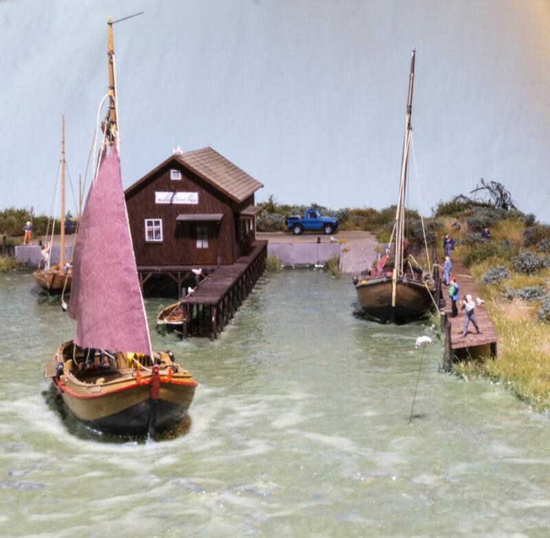 Historische Holzboote auf dem Bodden